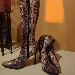 Boots snake fabric Brand New. Never used .